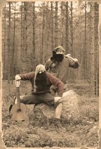 Oskarin ja Olavin isoisoisoiso...isoiso?...iso...isät, metsätontut Iisakki (vas.) ja Kauko.